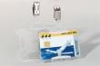 DURABLE névkitűző, 54x85 mm, fém csíptetővel, biztonsági- és mágnes kártyákhoz